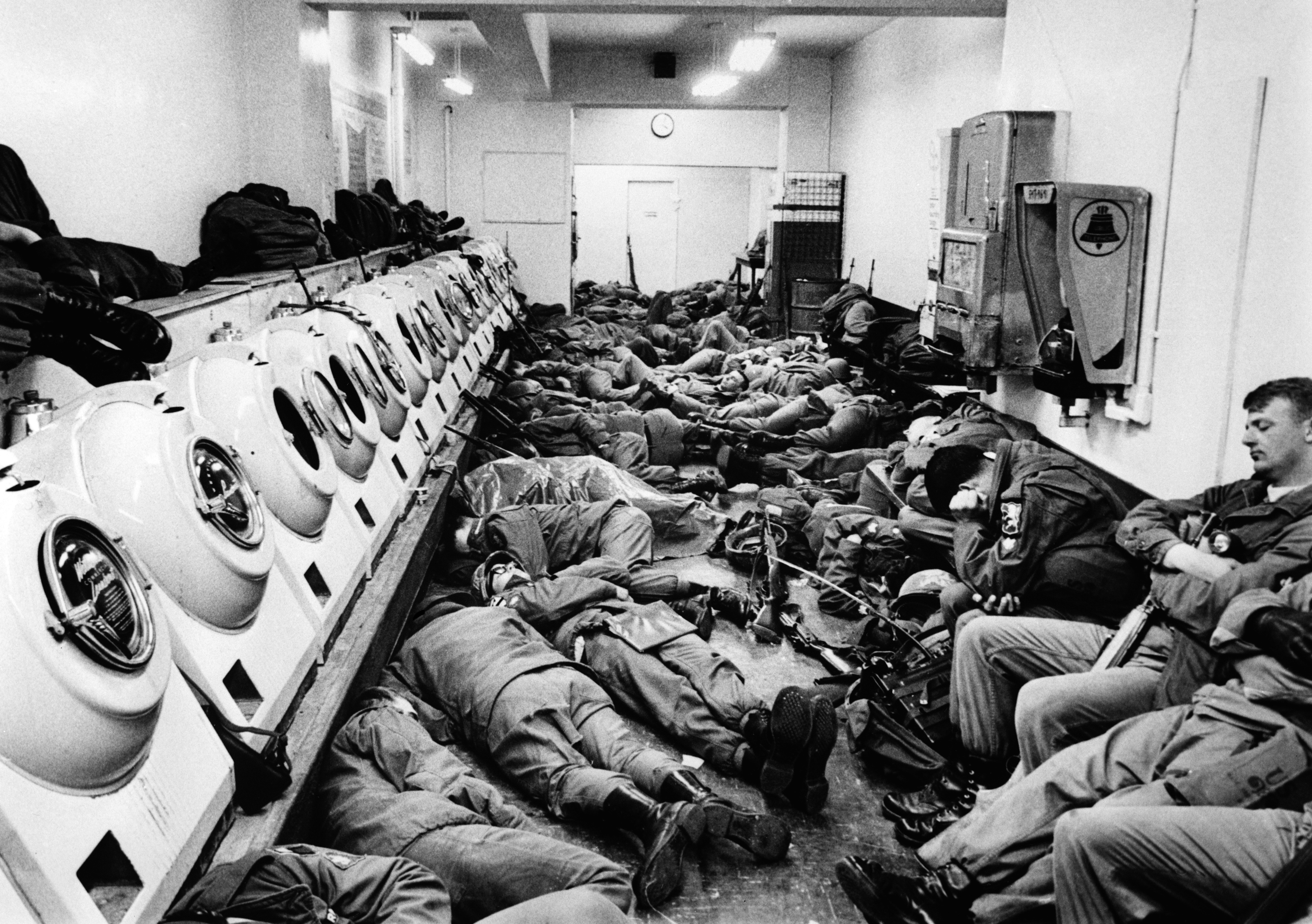 Soldiers in DC Sleep in Laundromat