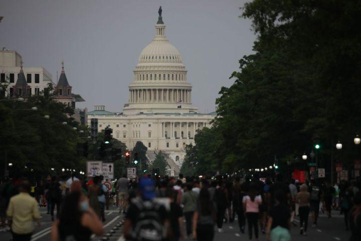 Washington: Hundreds protest George Floyd death